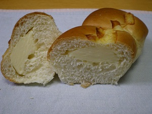 クリームチーズパン (断面)